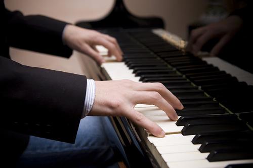 aprende-a-tocar-el-piano-teclado